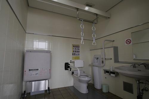 トイレ(吊り輪があります)