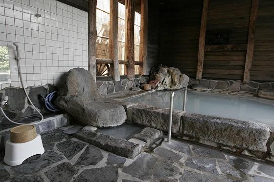 バリアーフリー温泉、鹿の湯(半露天風呂・硫黄泉)